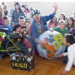 Klimaclown Hugo mit Volksschulkindern (3000x2000 Pixel)