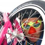 Der Klimaclown und sein Fahrrad (2304 x 1536 Pixel)